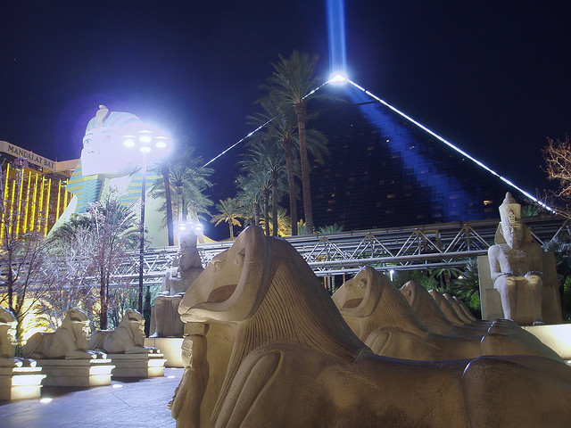 luxor pyramid light